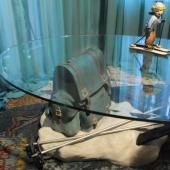 Camera delle curiosità: tavolino - scultura