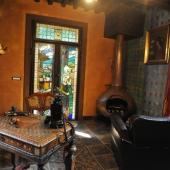 Bottega del maniscalco: antica vetrata